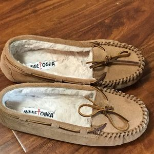 Minnetonka Cally fur-lined moccasins size 8 NEW